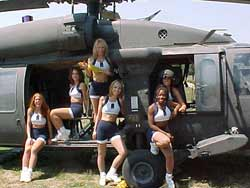 Dallas Cowboy Cheerleaders do Apocalypse Now