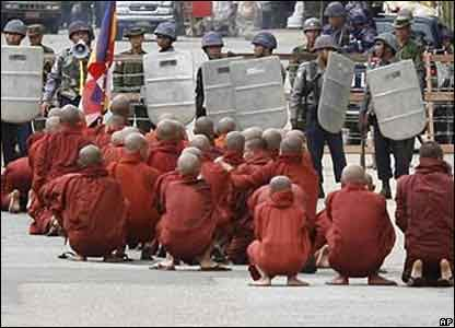 Burmese priests protest