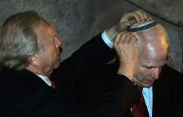 Senator Joseph Lieberman harnesses a yamulke on John McCain