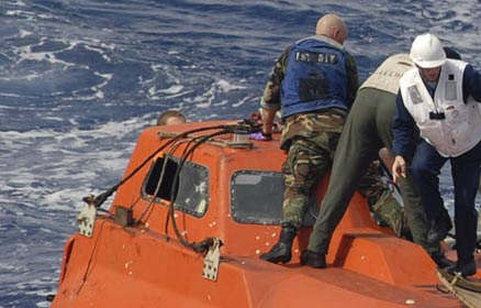 US Navy Seals recover captive lifeboat from the USS Maersk Alabama